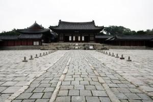Korea-Seoul-Changgyeonggung-Myeongjeongjeon-01